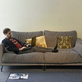 Der Onlinehandel verändert die Art und Weise, wie man Möbel einkauft. Wir verraten Dir worauf Du achten musst, damit am Ende alles passt.