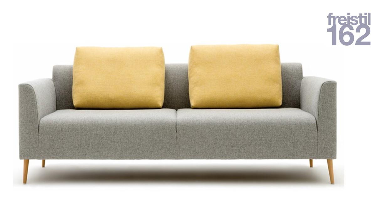 freistil 162 Sofabank mit 192 cm Breite mit geneigten Kegelfüßen in Eiche Natur