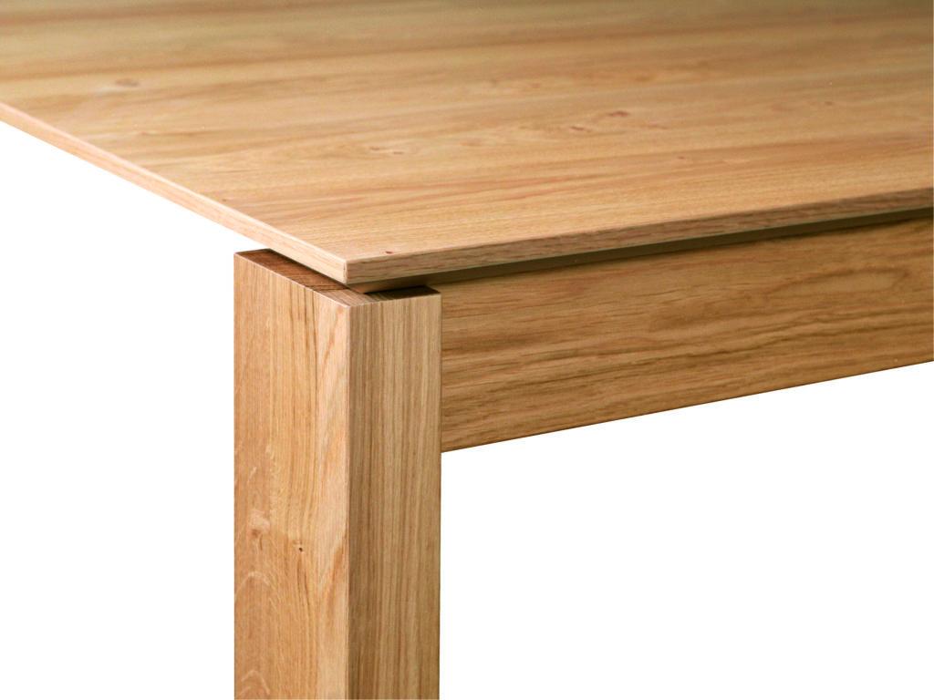 Bei diesem Esstisch ist der Tischfuß mit einer Zarge verbunden. (BILD NOW! by hülsta, NOW! DINING)