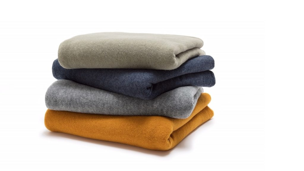 Die freistil 190 Plaids sind richtig edel und bestehen zu 100% aus feinster Merino-Wolle.