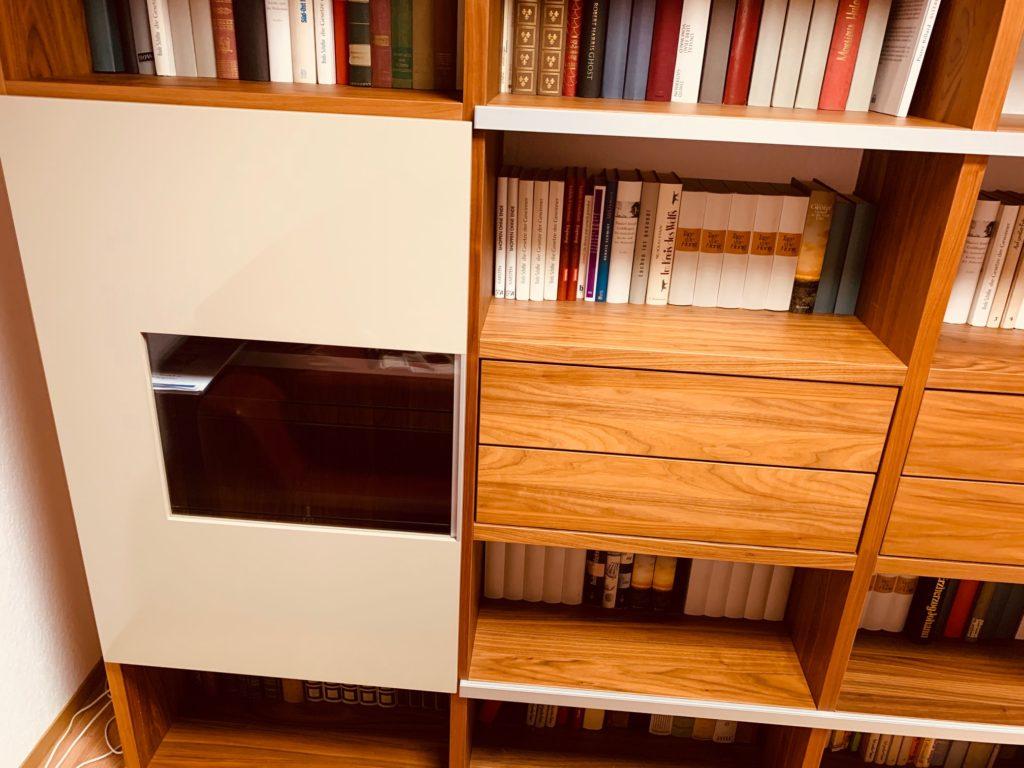 Mit einem kleinen Insider-Trick kann man den günstigen Vorzugs-Preis sichern und die Wohnwand kompakter machen.
