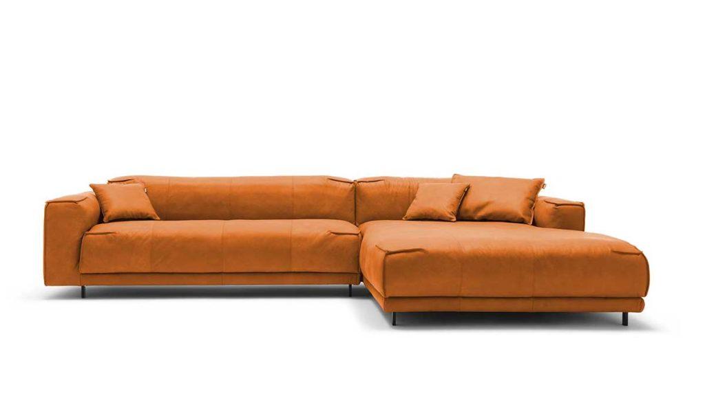#9009 ockerbraun Leder leicht pigmentiert - freistil 136 Sofa mit Longchair rechts