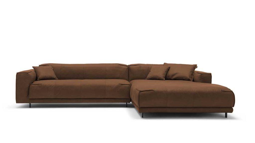 #9227 blassbraun Leder leicht angeschliffen - Nubuk-Effekt - freistil 136 Sofa mit Longchair rechts