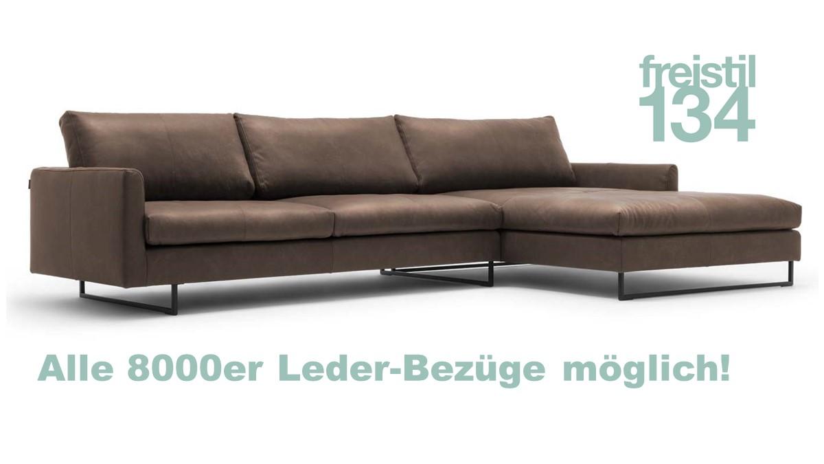 Dieses freistil 134 Sofa mit Longchair ist ca. 334 cm breit und kann in allen 8000er Leder-Bezügen konfiguriert werden.