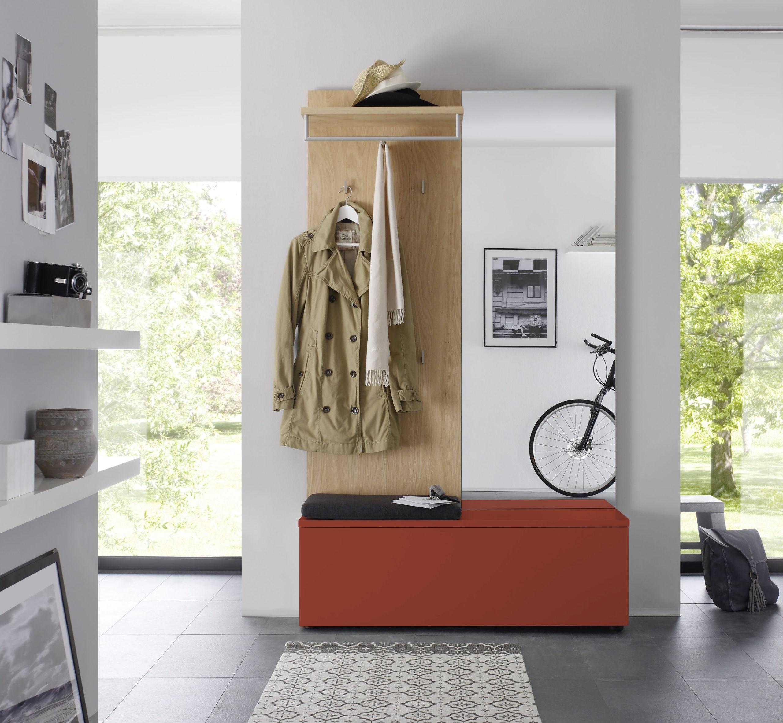 Sudbrock TANDO Garderobe in der Ausführung Ethno Eiche, Lack indisch rot #477