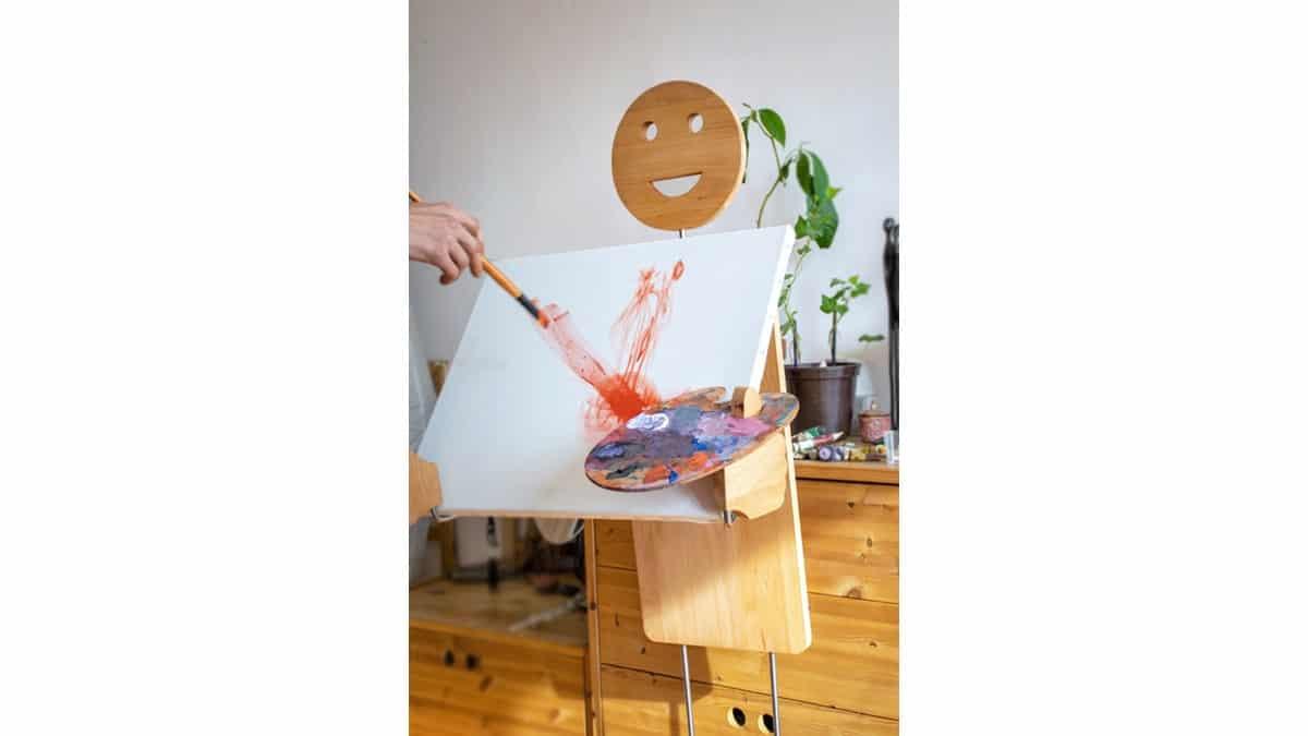Der Butler ist ein großer Liebhaber der Künste und assisstiert gerne auch mal den Künstlern persönlich.