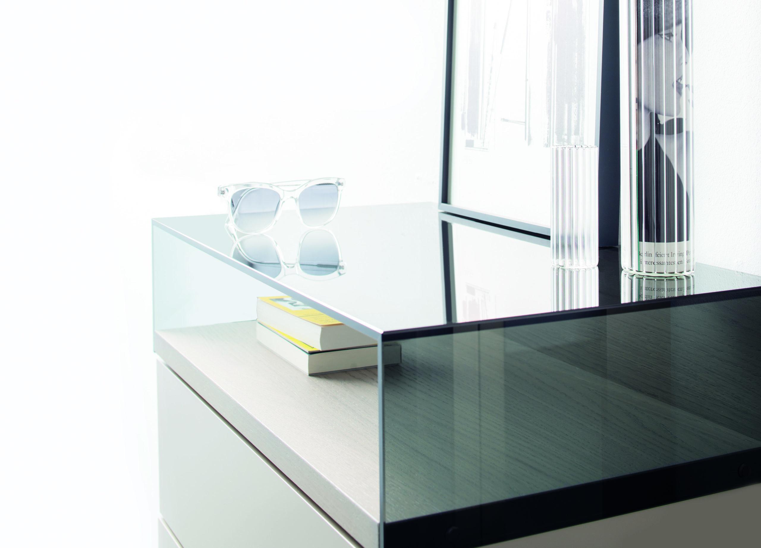 Sudbrock KAYA Garderobe 1 - Glasaufsatz in Rauchglas. Abdeckblatt Eiche Sahara.