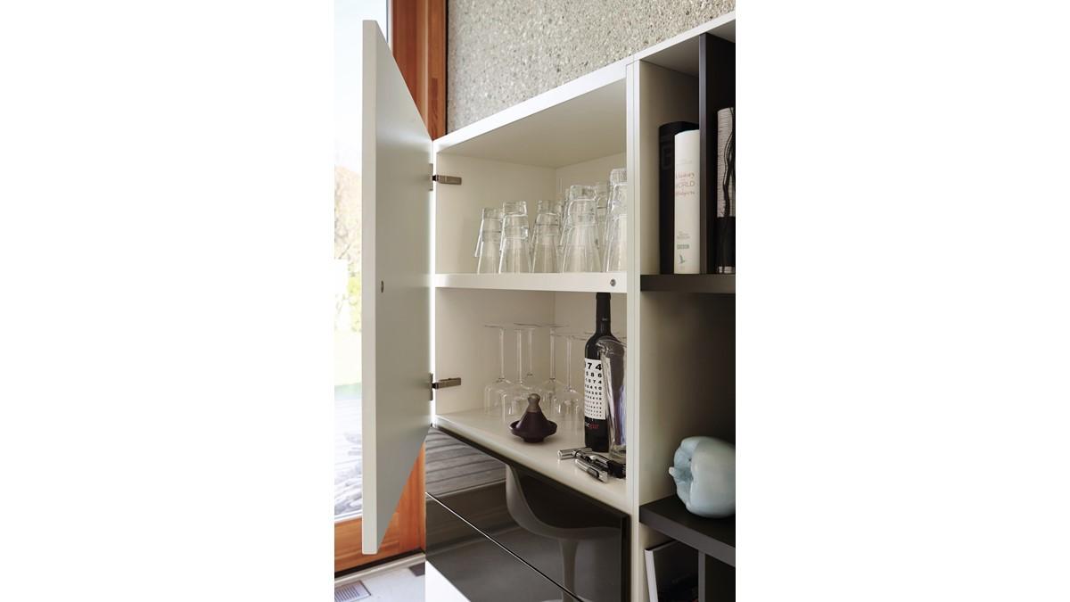 Das hülsta NOW! VISION Highboard #980011 sieht genial aus und bietet gut durchdachten Stauraum.