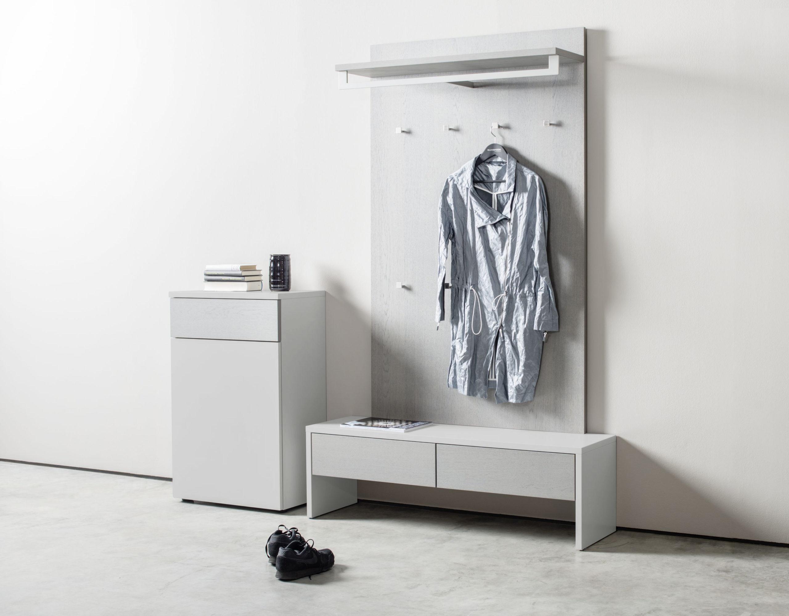 Sudbrock Garderobe TANDO 58 in der Ausführung Eiche grau kombiniert mit Akzent Lack steingrau #407