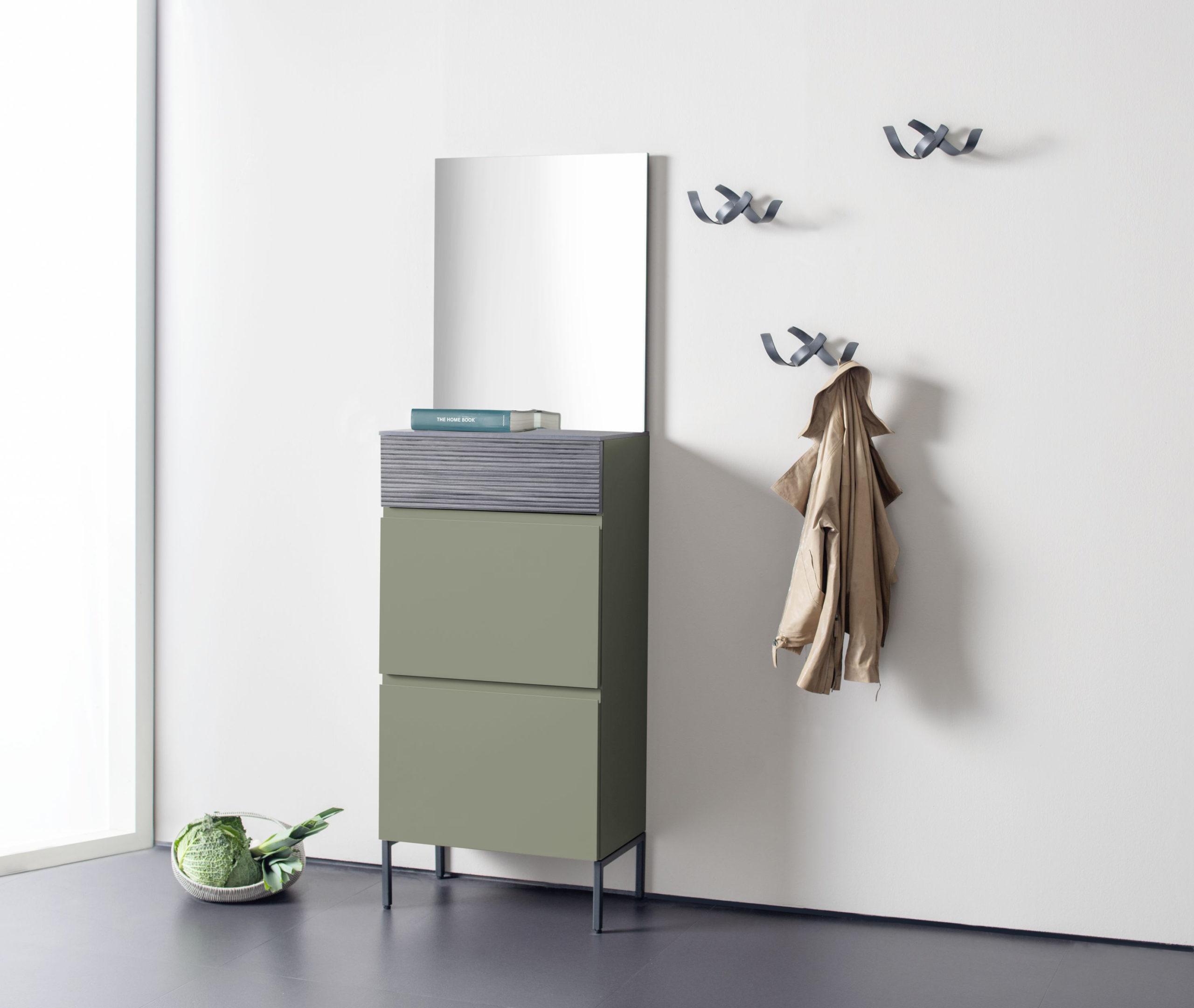 Sudbrock TANDO Garderobe 59 mit Holz-Akzent Eiche anthrazit in der Lack-Ausführung salbei #417