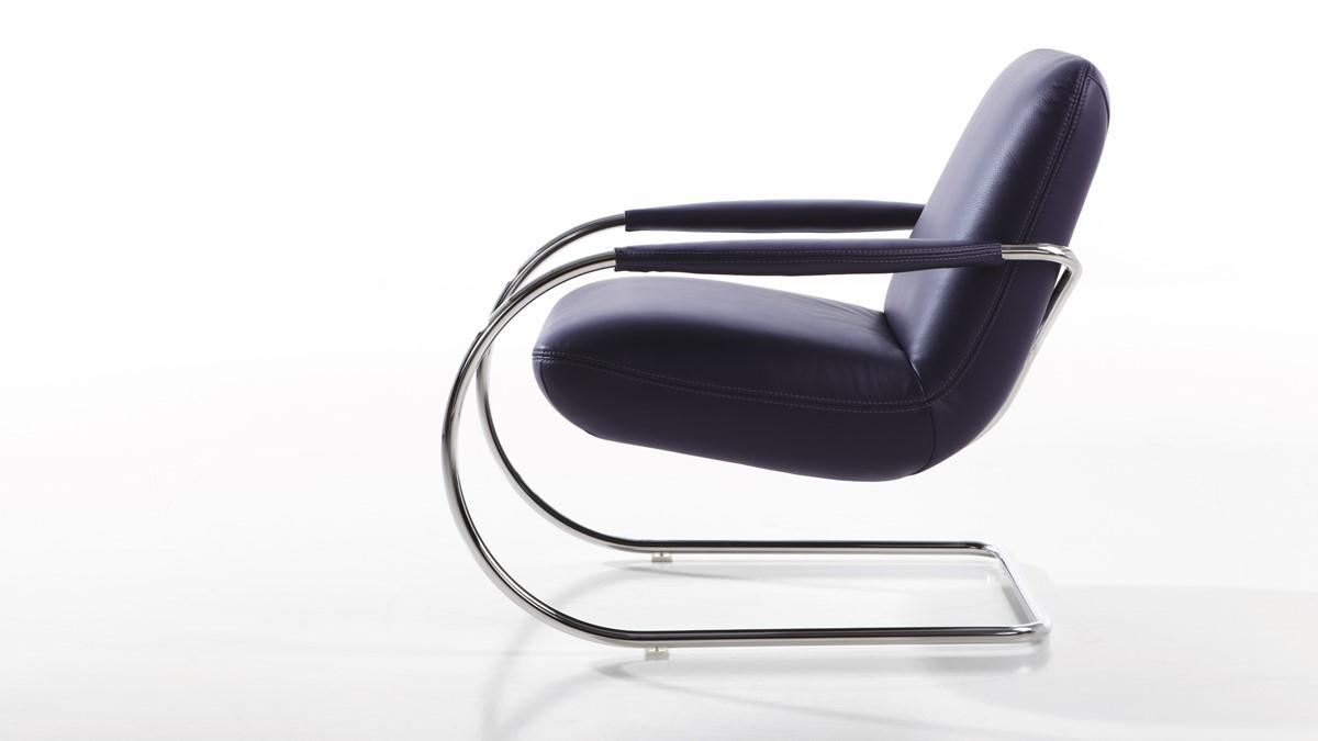 Beim Leder-Bezug wird die Armlehne des KOINOR JINGLE Freischwinger-Sessel im gleichen Leder wie der Sessel bezogen.