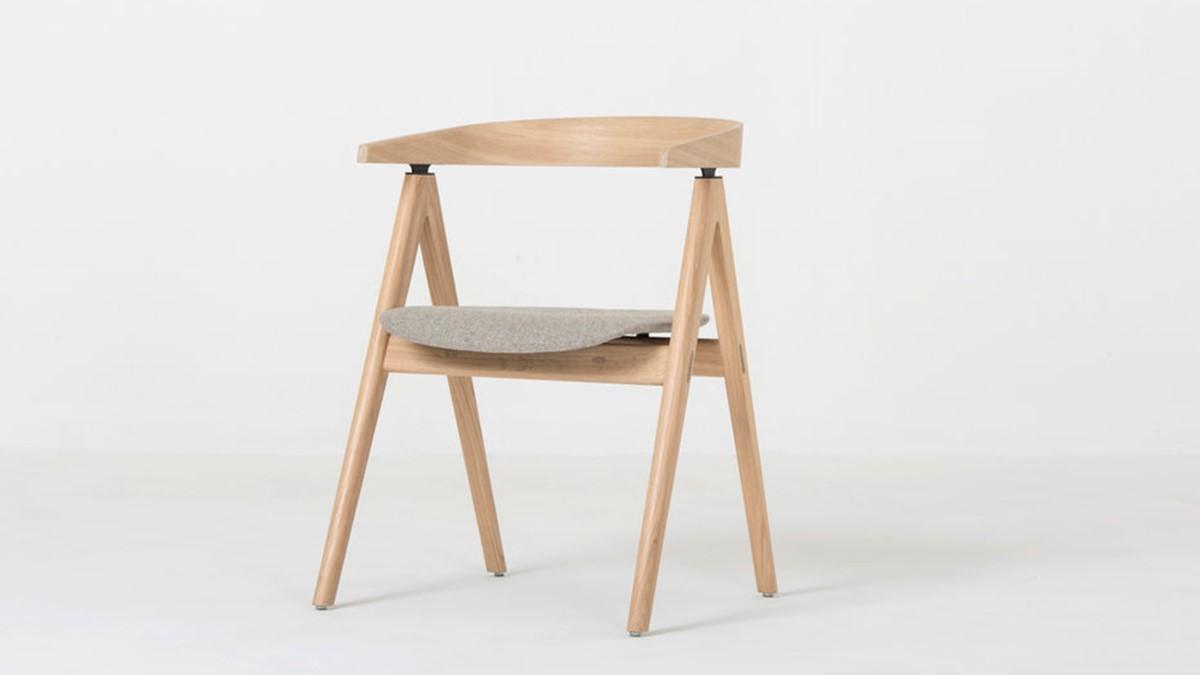 Der GAZZDA Ava Stuhl beweist, dass Massivholz-Möbel auch sehr filigran sein können.