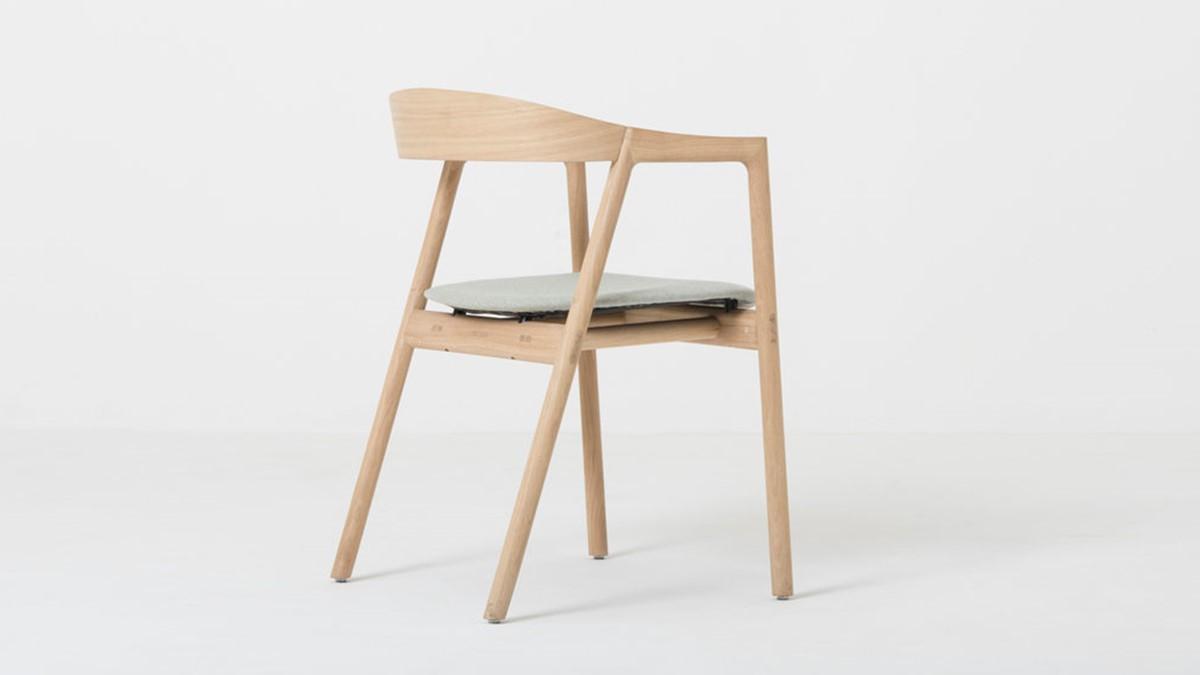 GAZZDA Muna Massivholz-Stuhl jetzt online konfigurieren.