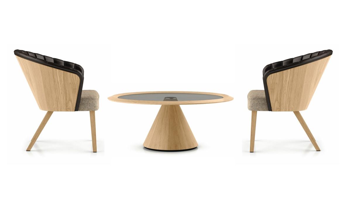 hülsta SOLID Lounge-Tisch mit Säulenfußgestell und zwei hülsta SOLID Loungestühlen jetzt zum Super-Spar-Preis in unserem SALE bestellen.
